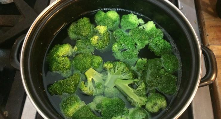 brocoli-hirviendose