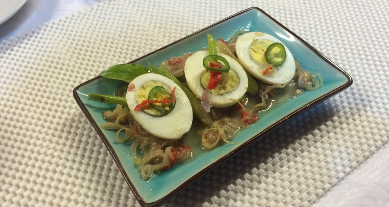 Huevos duros en salsa picante enplatado