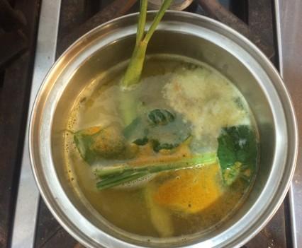 Arroz en olla con lemon grass y hojas de lima