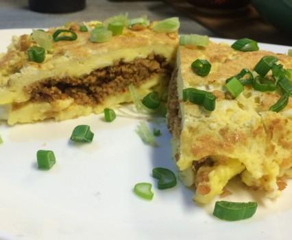 Omelette con soja texturizada y cebolla de verdeo