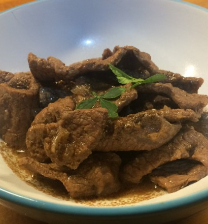 Carne estofada al estilo indonés