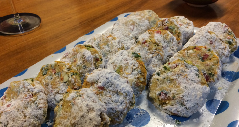 Los buñuelos de zapallos formados y tapados con harina