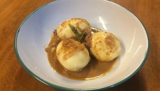 Huevos cocidos en salsa de coco especiada