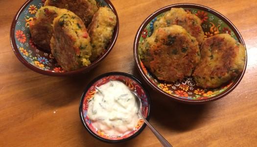 Buñuelos de zapallo al horno con tzatziki