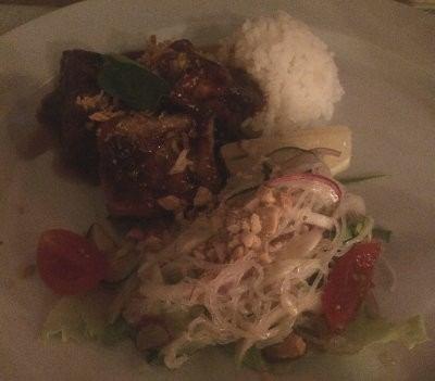 Tofu con arroz y salsa de tamarindo