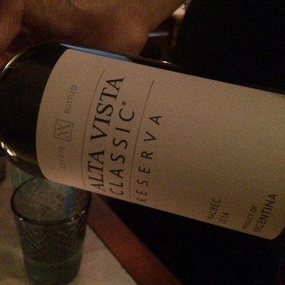 Botella de vino alta vista