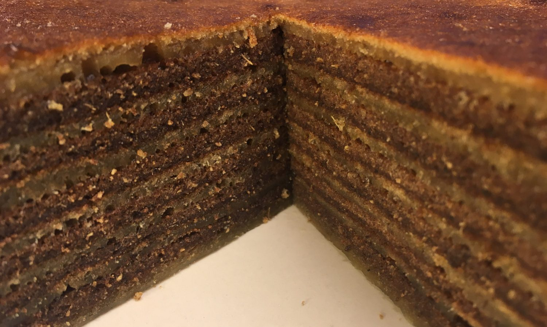 Las capas de la torta en capas (spekkoek)